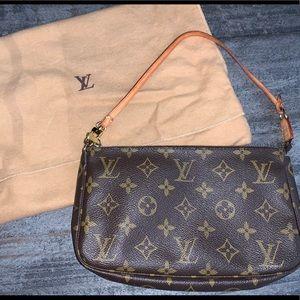 Louis Vuitton Monogram Pochette - Authentic!!